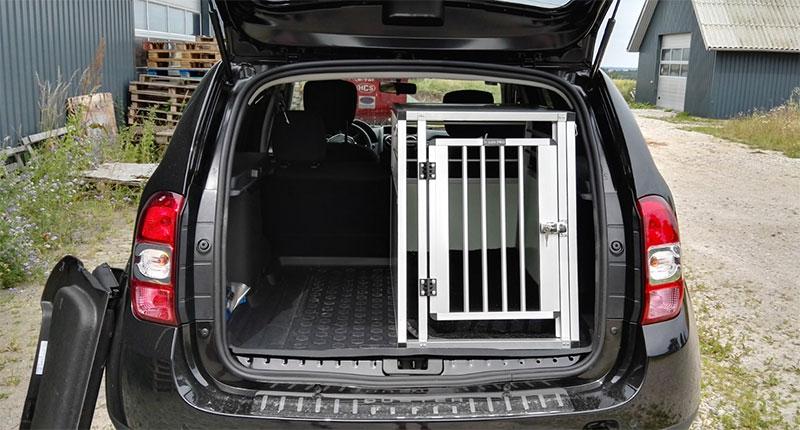 b-Safe Medium Long PRO grå i Dacia Duster