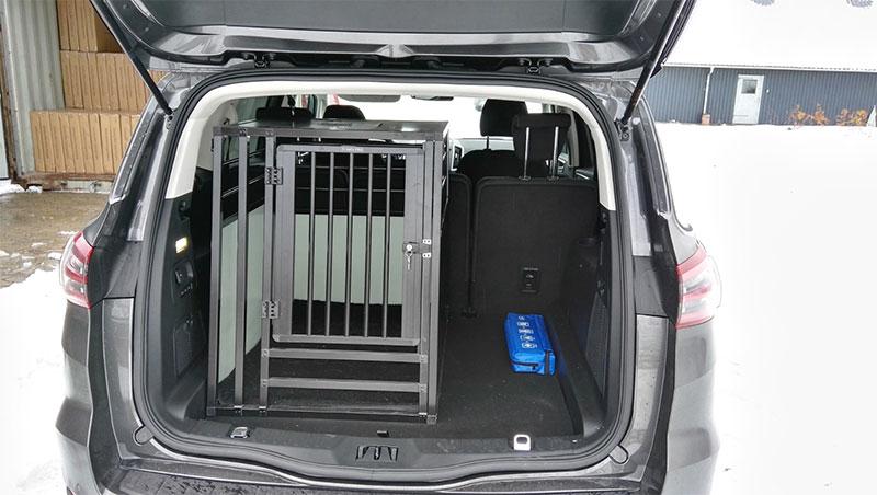 b-Safe XL High PRO med trin - stort transport hundebur i Ford Focus C-Max årgang 2016