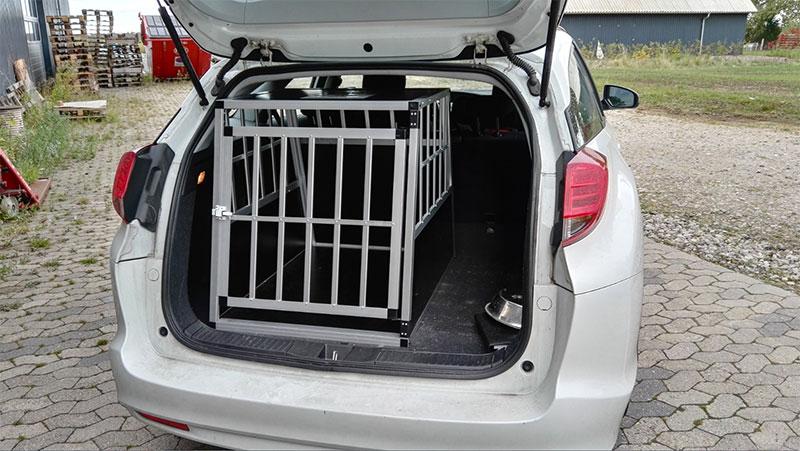 Safecrate XL Premium Hundebur til stor hund i Honda Civic Stationcar 2014