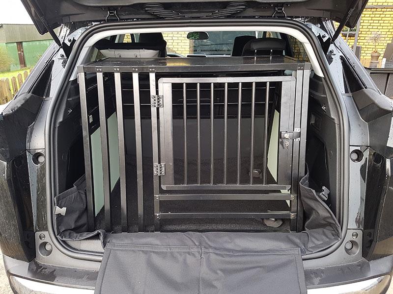 b-Safe XL Wide PRO med trin - stort transport hundebur i Peugeot 3008 2017